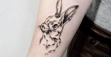 tatuaje de conejo negro para hombre