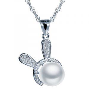 collar de plata con conejo y circonita