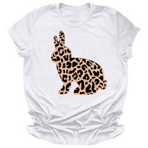 camiseta de mujer blanca y leopardo con conejo